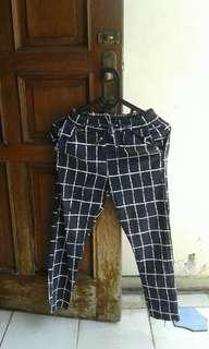 Black square pants/Celana kotak kotak
