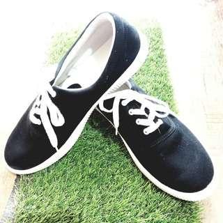 Sepatu Sneakers Pria MUJI 100% Original (Comfortable Slip On Sneakers)