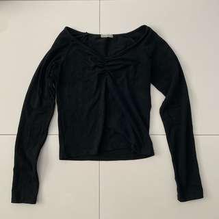 🚚 black slight v neck long sleeved top