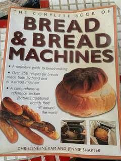 BREAD 感覺像是麵包大全,非常厚的一本書.