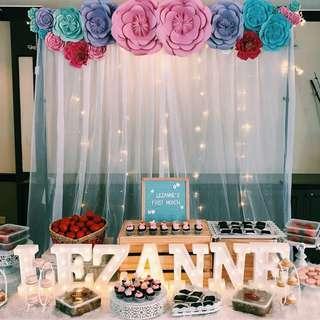🚚 Flower Backdrop dessert table