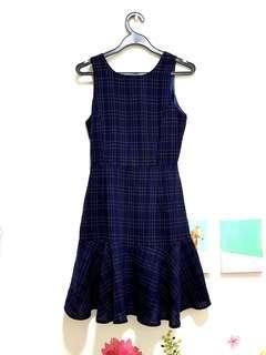 🚚 Navy dress
