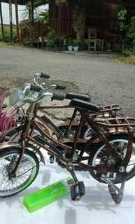Sepeda miniatur