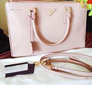 🚚 Prada Saffiano Bag