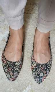 Sepatu Flat Floral