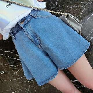 *FREE POST to West Malaysia only / Pre order +-12-15 days* Ladies wide leg denim short pants each as shown in design /color. Free delivery is applied for this item.