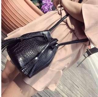 🚚 Round Bucket Leather Pattern Drawstring Sling Bag