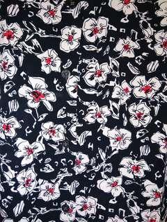 Bunga hitam putih kemeja midi