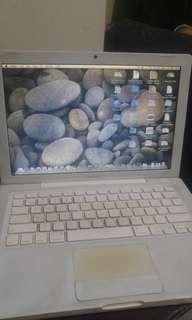 Macbook white 2010 minus