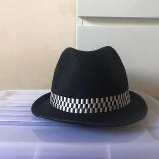 🚚 Fedora Hat