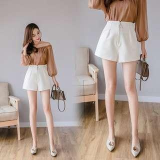 🚚 White high waist shorts