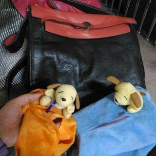 售/換物可) 女用黑色厚質皮質手提/側背/斜背 包包+2狗面紙絨布套包