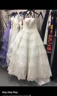 白色抹胸後綁帶齊地婚紗