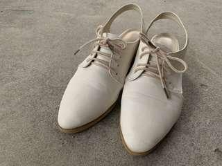 韓組 側簍空粗跟尖頭涼鞋38號