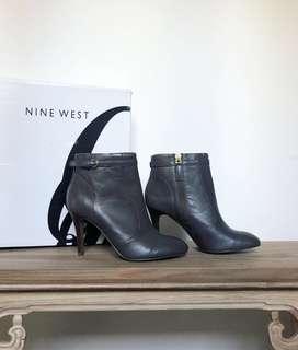 🚚 Nine West Ladies Grey Boots