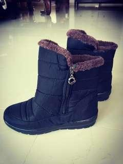 🚚 Winter Boots [Black & brown] come with box.