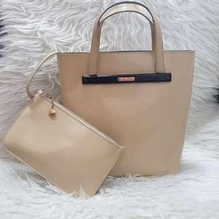 Gucci bag with pouch