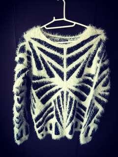 🚚 Sweater