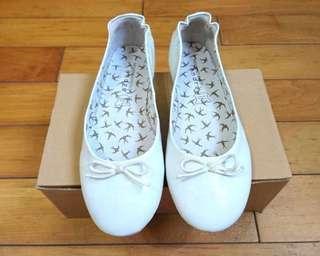 🚚 法國代購 百年經典鞋履品牌 André 精選 牛奶白色蝴蝶結 娃娃鞋 38號現貨