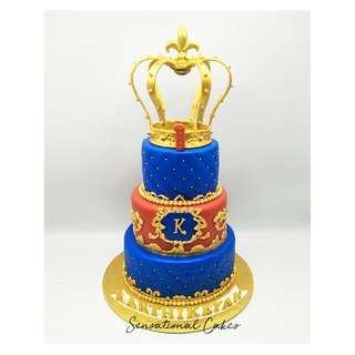 Gold crown royal 1st birthday theme 3d customized cake #singaporecake
