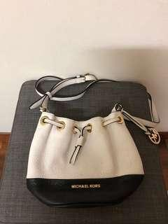 🚚 Authentic Michael Kors Slingbag