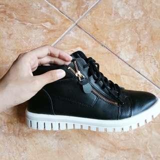 (Turun Harga) Sepatu hitam