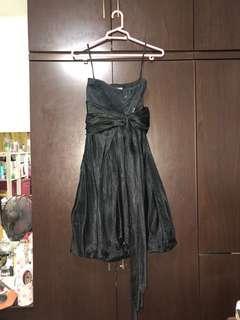 🚚 Black prom dress