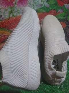 Sepatu ala adidas