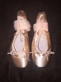 BRAND NEW Authentic BLOCH pink satin pointe shoes Size 5.5