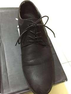Sepatu kulit formal aldo