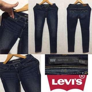 Levis original skinny.. size 25 to 26..very nice