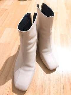 米白型格粗跟短靴 boots