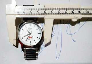 美國Timex電子時計,保存至今,時針分針秒針運作正常,直徑38mm,付註: 因更換新電池後,但我沒有壓錶蓋器,所以錶蓋關不上, 所以你購買後,去街邊更換電池修理手錶檔口,叫他們幫你壓上表蓋.!