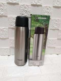🚚 Special buy: The Very BEST Zojirushi Thermal Stainless Steel Flask 1.03 litres (hot or cold) with cup;  8.4cm by 8.4cm by 28.2cm