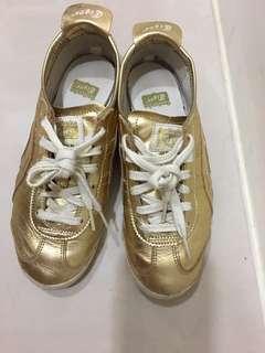 Tiger金色球鞋