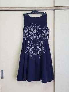🚚 Navy embroidered midi dress (XL)