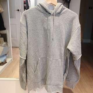 🚚 全新H&M男裝 街頭個性不修邊連帽大學T 灰色s號 原價999 春裝#半價衣服市集
