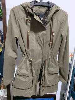 🚚 ZARA 軍綠長版外套