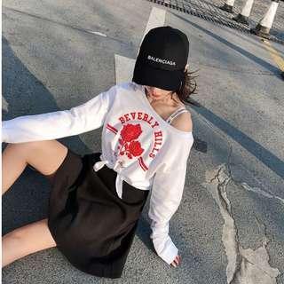 【週末女孩】韓系女孩不對稱露肩短版綁帶上衣 小心機約會必備打結短版上衣 顯高顯瘦露肩上衣 玫瑰印花打結上衣TZ165
