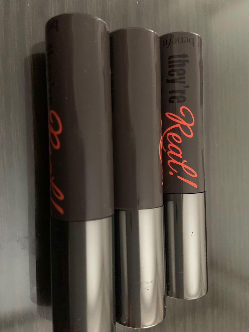 Brand new benefit they're real mascara in 3g size. Black