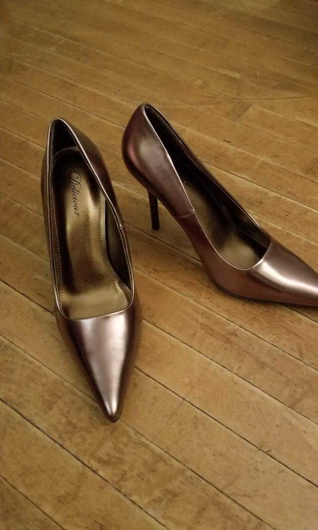 Copper pointed heels, size 7.5