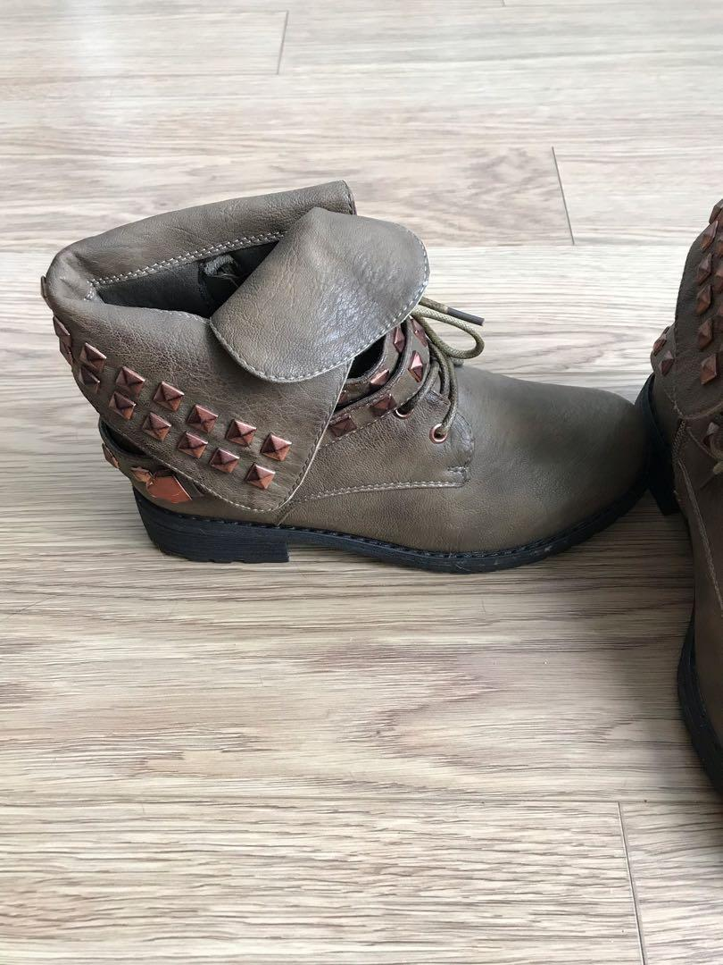 women's Wild Diva brown boots-New without box-Size 5.5