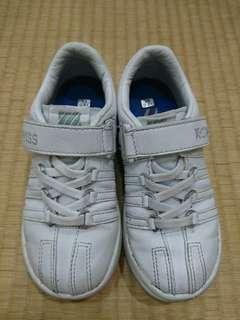9成新 K-swiss女童全白休閒鞋 內長18cm $399