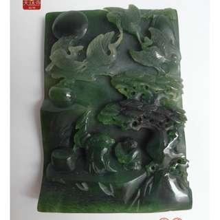 翡翠碧綠蒼松仙鶴琴瑟和鳴宛如中國民間故事玉中如畫松鶴延年翡翠玉墜約長8.3x寬5.8厚1cm重121g