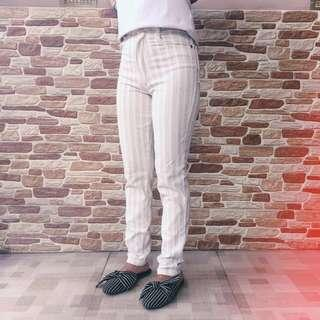 Celana strips