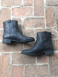 Nine West black boots (FREE SHIPPING)
