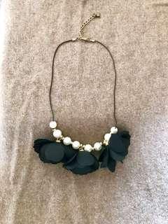 🚚 🎀韓花瓣項鍊。珍珠項鍊。尾牙。新年。喜酒配件。 #半價衣服市集