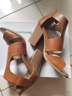 Sepatu coklat kerenn unik