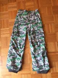 BURTON YOUTH SIZE LARGE SNOWBOARDING PANTS
