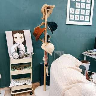 🚚 Clothes stand